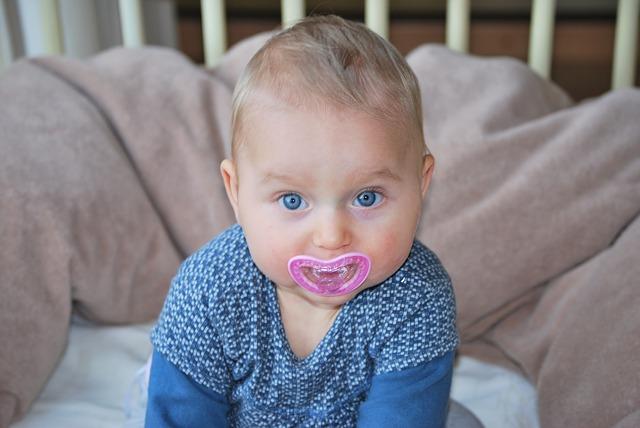 Czy smoczek dla dziecka jest zdrowy? Jak odebrać dziecku smoczek, gdy przyjdzie na to czas?